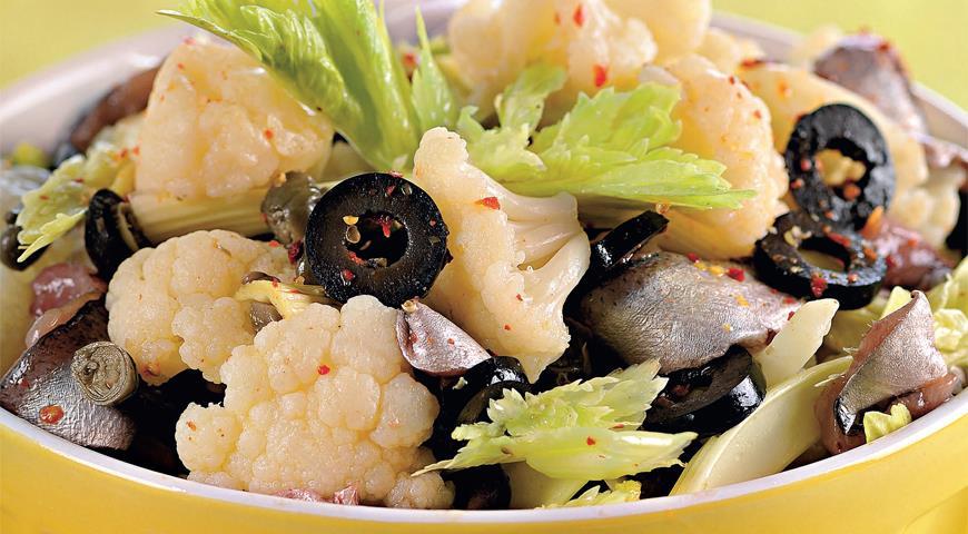 Рецепт Салат из цветной капусты с оливками