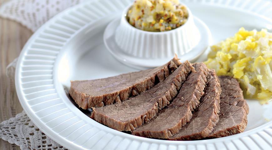 Рецепт Отварная говядина с луком-пореем и яблочной горчицей