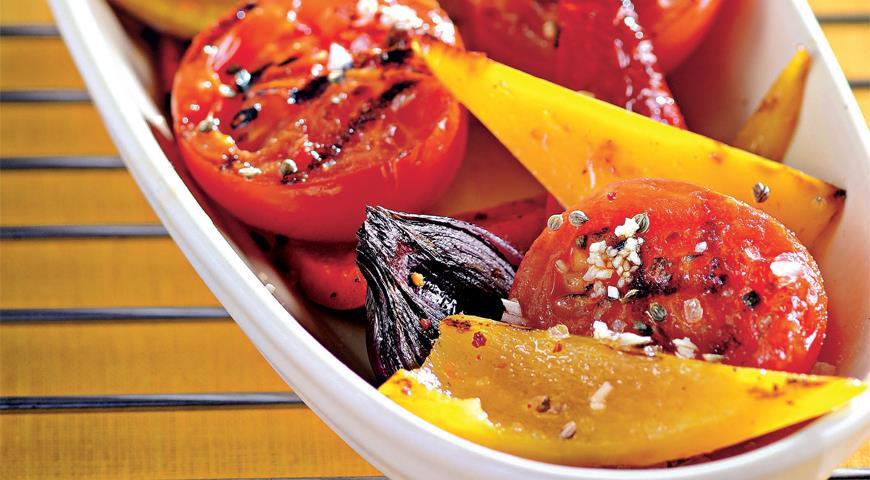 Рецепт Салат из жареных перцев с помидорами и зирой