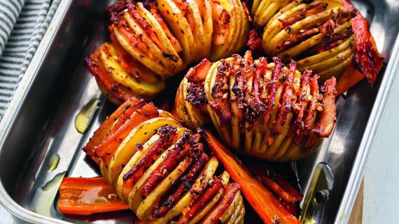 Печенные ссалом картофель иморковь