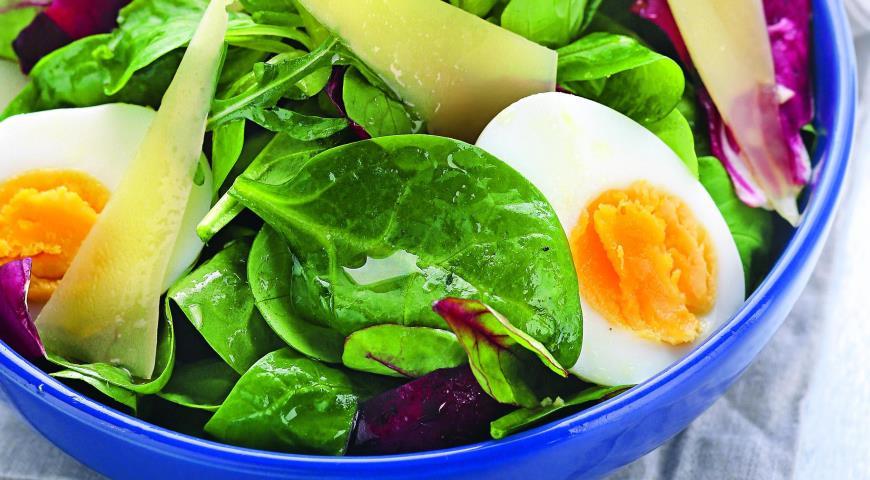 Рецепт Зеленый салат с яйцами и сыром