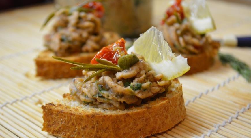Рецепт Фасолевый паштет с вялеными томатами и каперсами