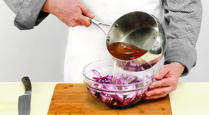 Луковый салат со смородиной. Шаг 6