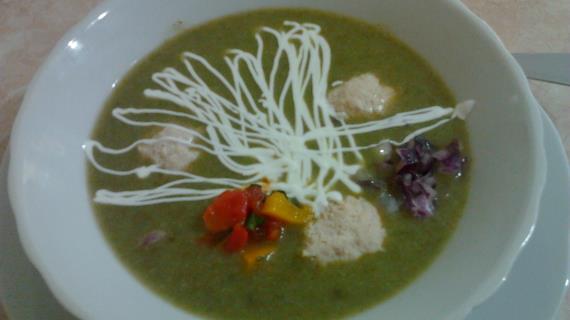 Суп пюре с рисом и шпинатом.
