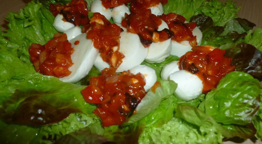Рецепт Моцарелла с томатно-базиликовым соусом