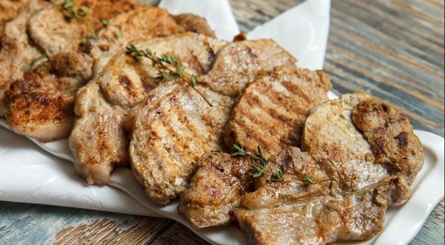 Рецепт Свинина-гриль в лаймовом маринаде из тростникового сахара, зеленого лука с букетом ароматных приправ