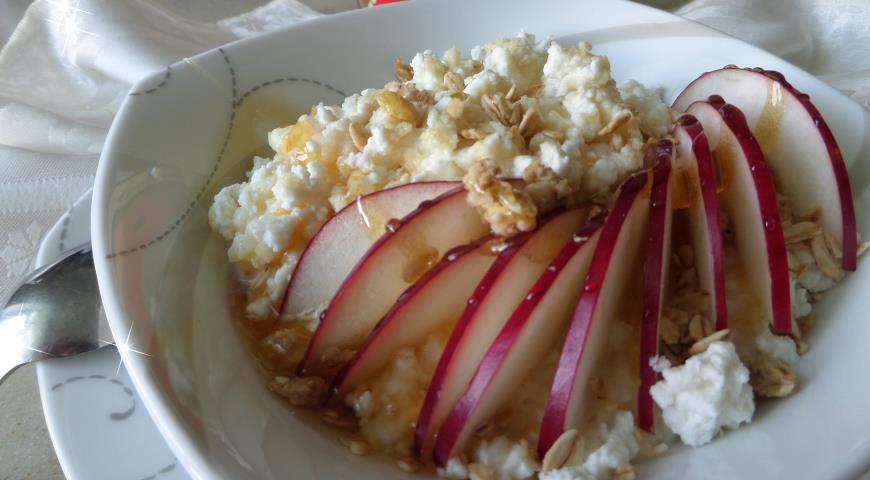 Рецепт Рисовая кашка с творогом, яблоком и медом