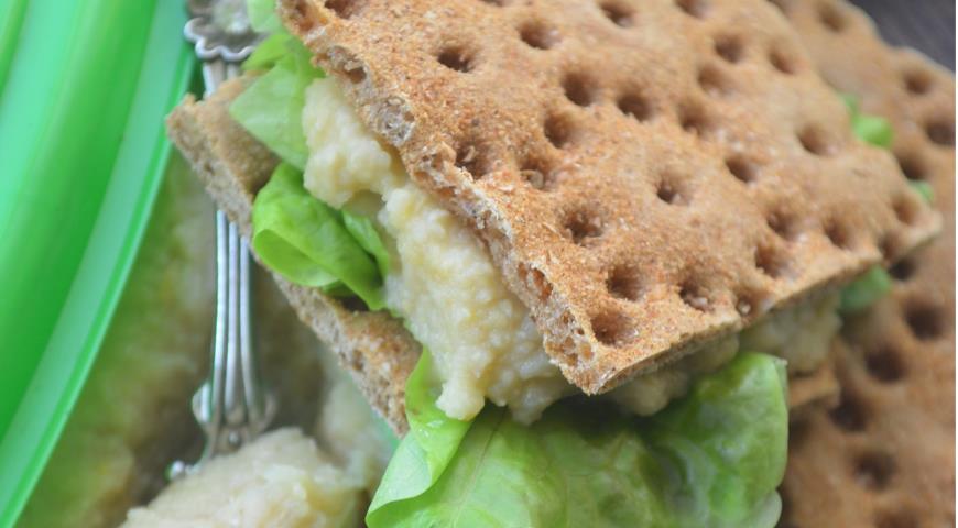 Рецепт Паштет из нута с яблоками и хлебцами из отрубей