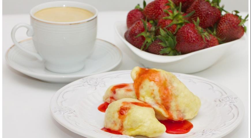 Рецепт Паровые вареники с клубникой