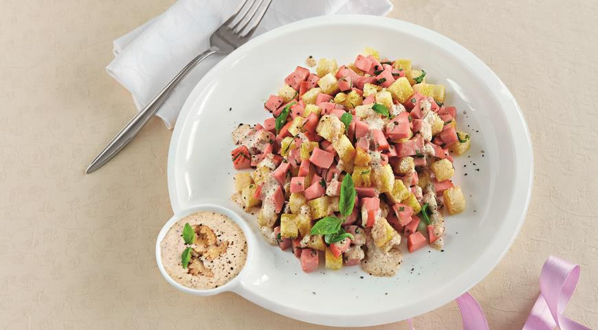 Рецепт Салат из вареной колбасы, ветчины и пряной зелени с заправкой из сыра бри и грецких орехов