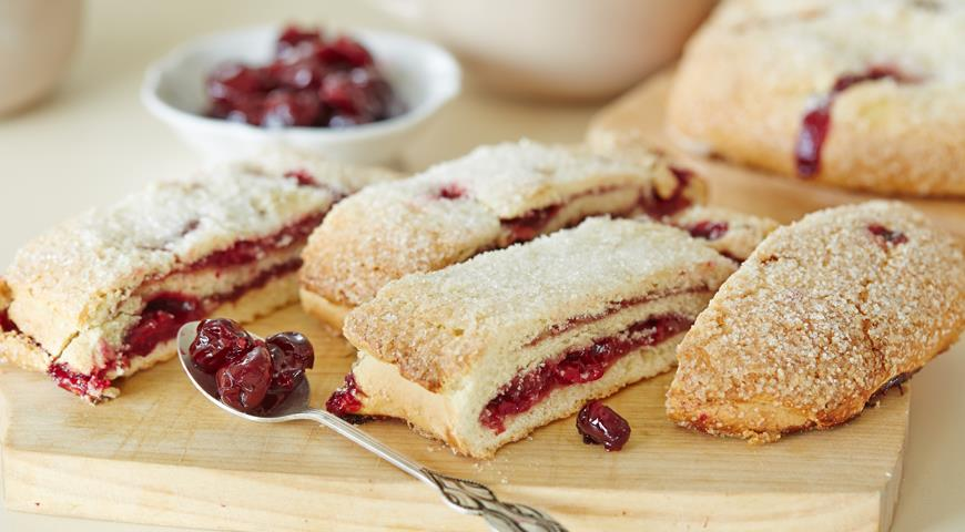 Рецепт Быстрый пирог с вареньем к завтраку