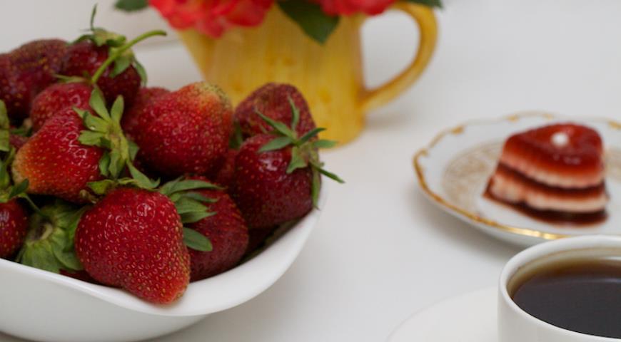 Вершковий кавово-полуничний десерт