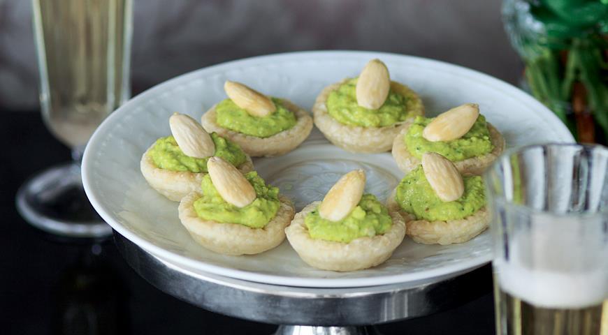 Рецепт Тарталетки с салатом из цесарки и карри
