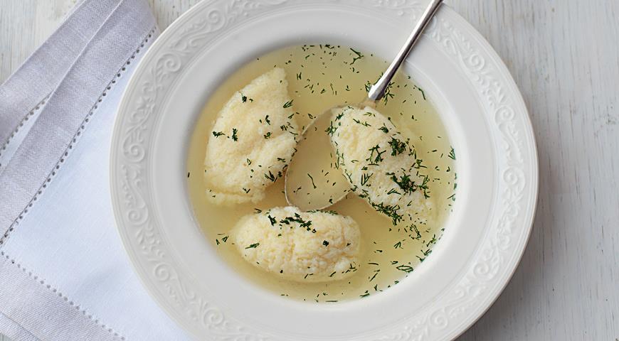 Рецепт Бульон из цесарки с яичными клецками