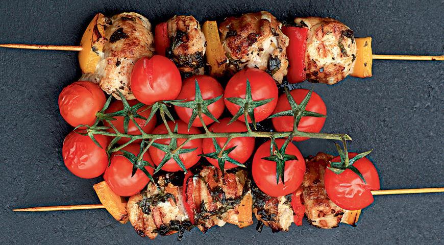 Рецепт Шашлычки из цесарки с помидорами черри и сладким перцем