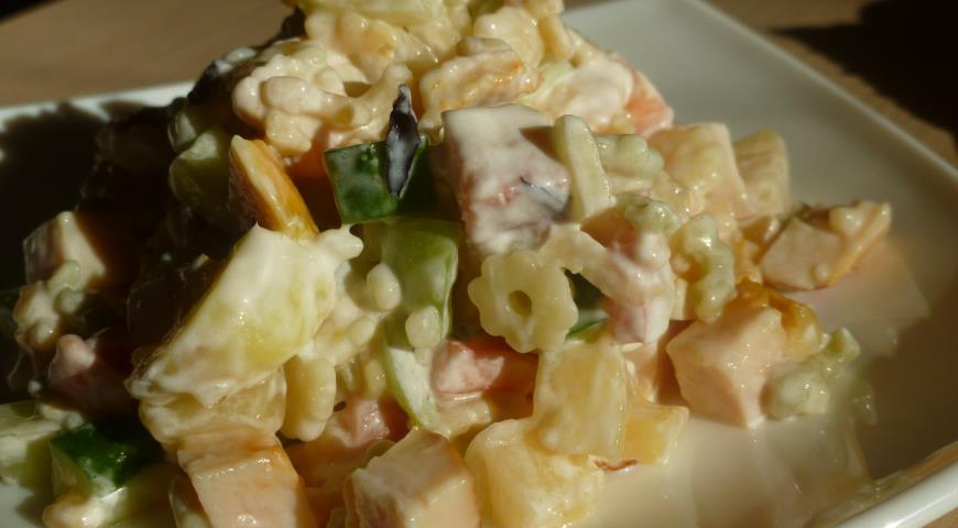 Рецепт Макаронный салат с копченой курицей и ананасом