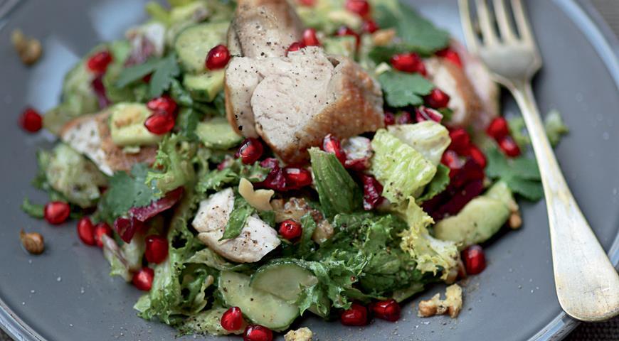Рецепт Салат из цесарки с авокадо и зернами граната