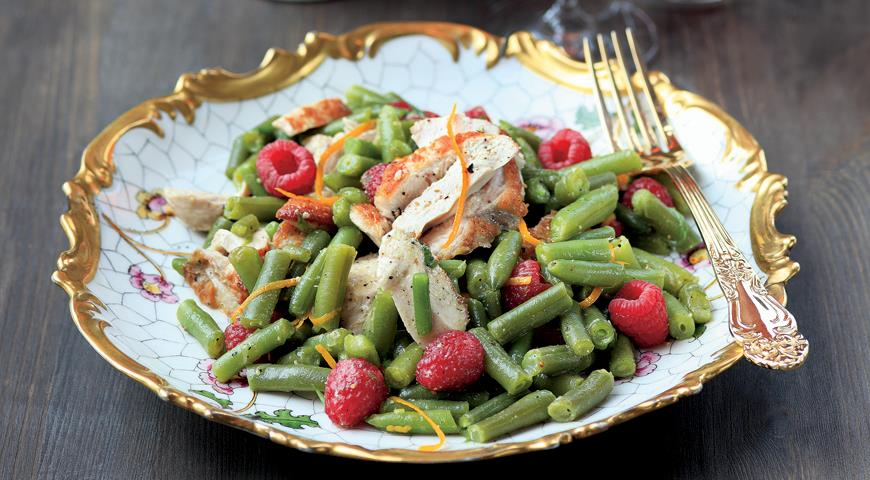 Рецепт Салат из цесарки с малиной и зеленой фасолью
