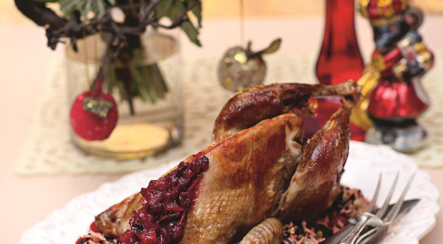 Рецепт Новогодняя цесарка с клюквенным соусом