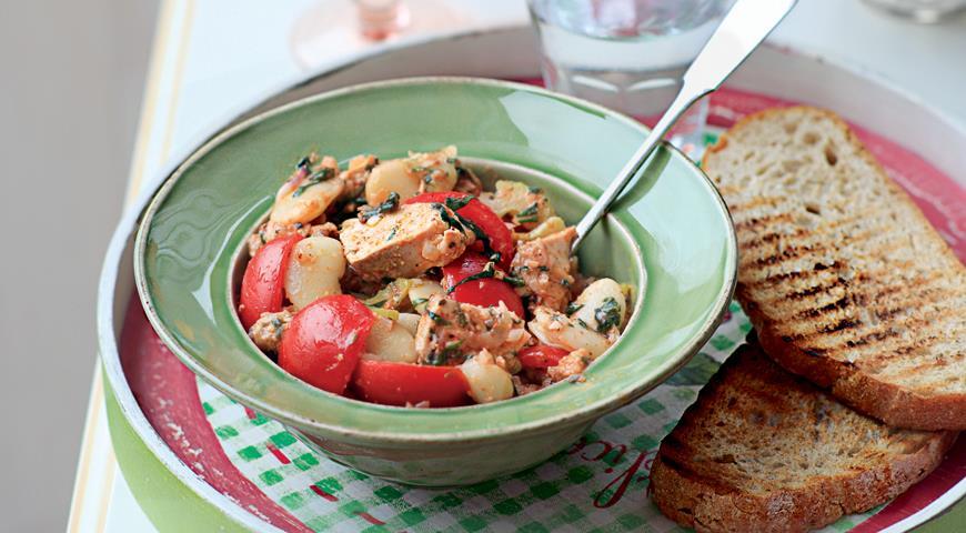 Рецепт Салат из запеченной цесарки и фасоли
