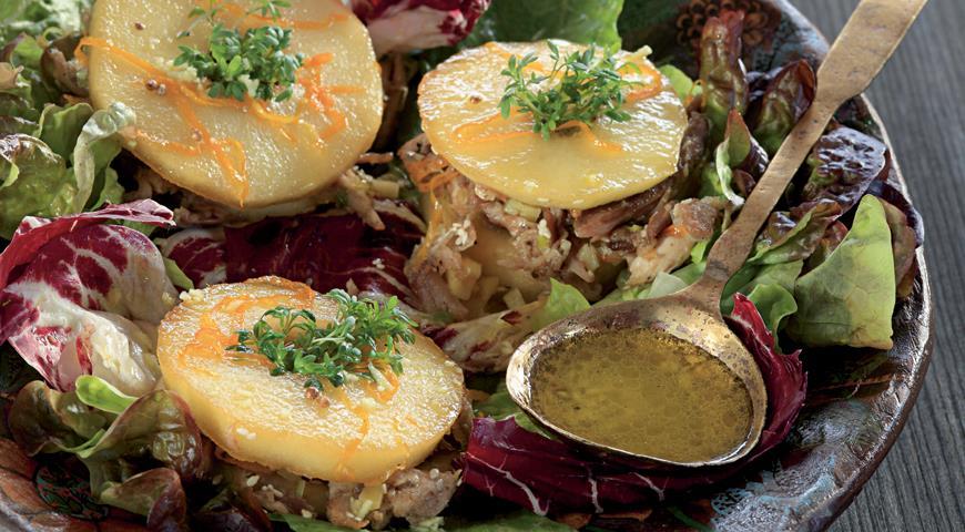 Рецепт Теплый салат из цесарки с жареными яблоками