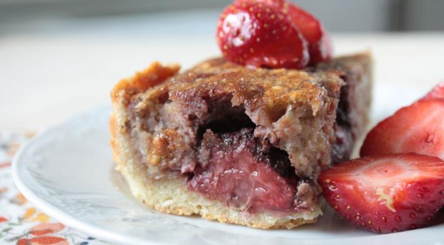 Рецепт Пирог с клубникой в шоколаде