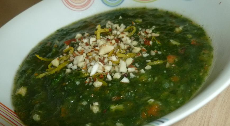 Рецепт Крем-суп из шпината с миндалем и лимоном