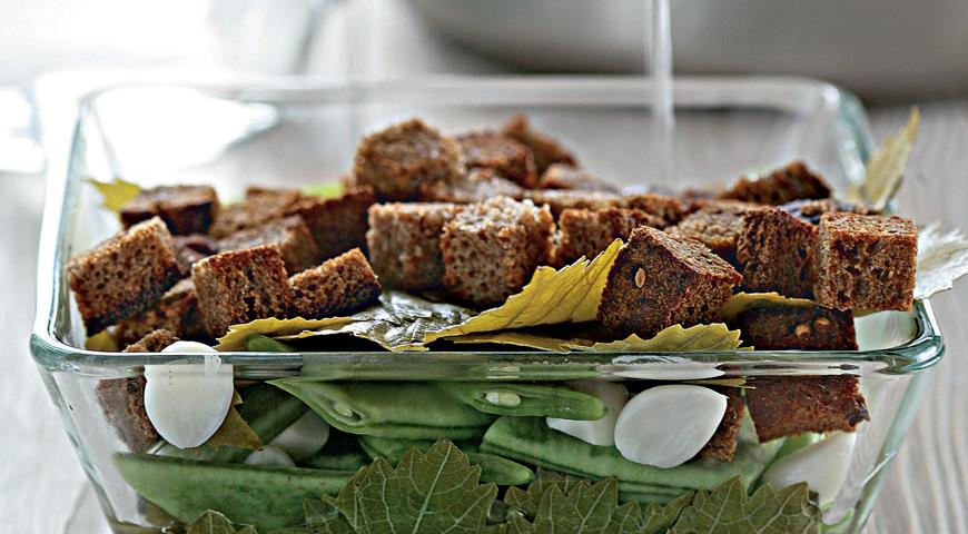 Рецепт Фасоль, соленая с чесноком и ржаным хлебом