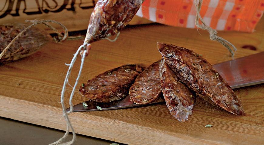 Рецепт Домашняя свиная колбаса