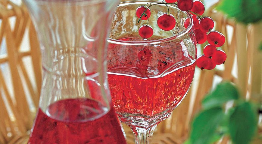Рецепт Клубнично-смородинное вино