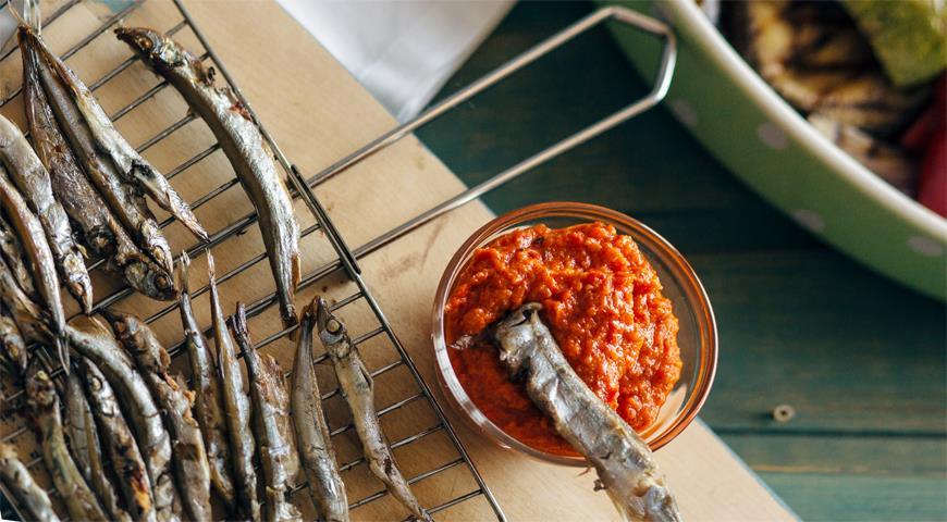 Рецепт Мелкая рыбка с соусом сальбитчада