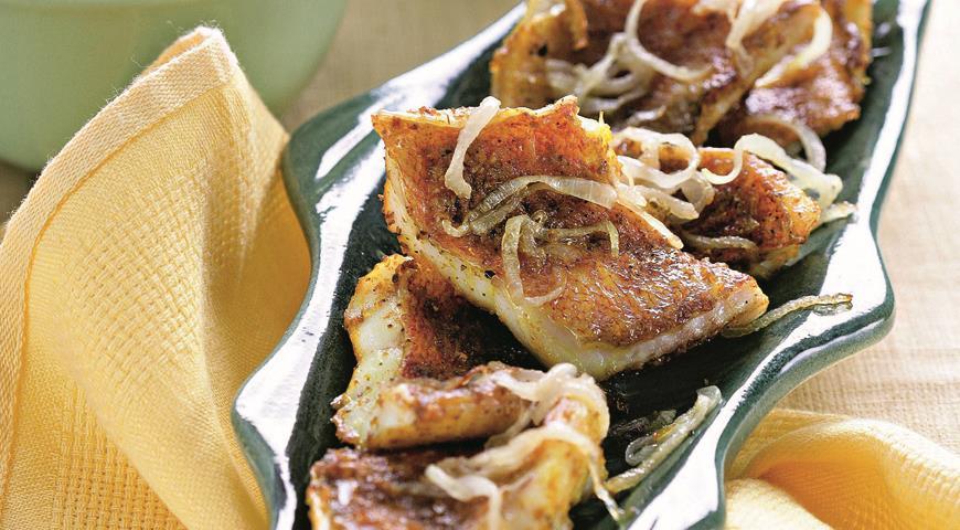 Рецепт Морской окунь с пюре и луковым соусом