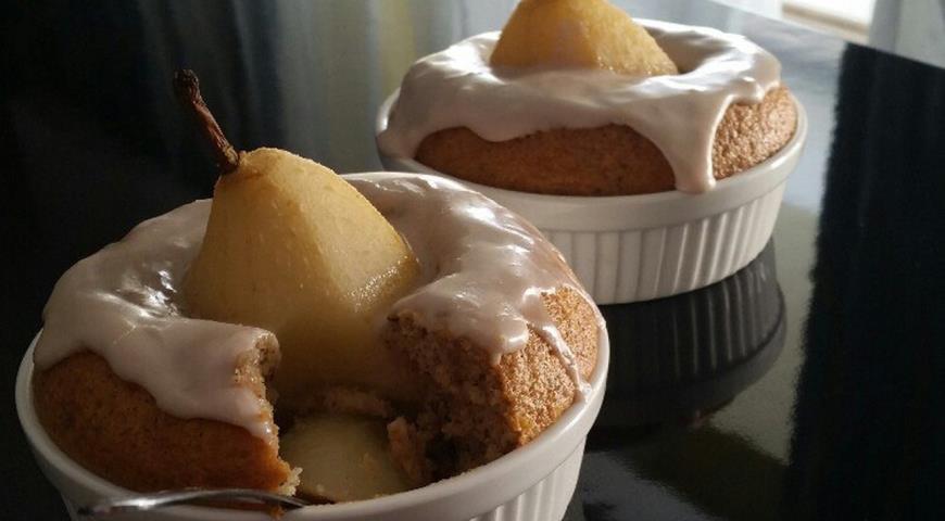 Рецепт Грушевый десерт с орехами и карамельным соусом