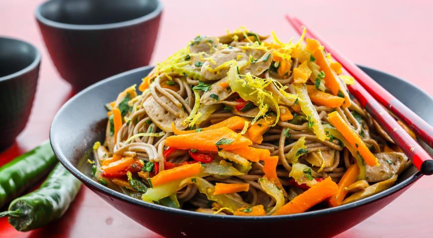 Рецепт Острая гречневая лапша с тыквой и сосисками