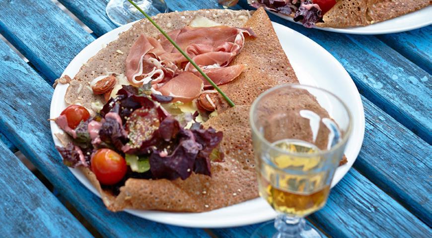 Рецепт Гречневая галета с яблоками и сыром бри