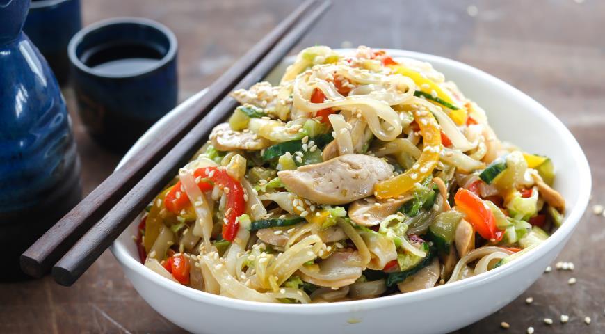 Рецепт Рисовая лапша с овощами и сосисками