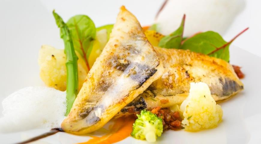 Рецепт Ледяная рыба с тушеными овощами, соусом из красного перца и пармезана