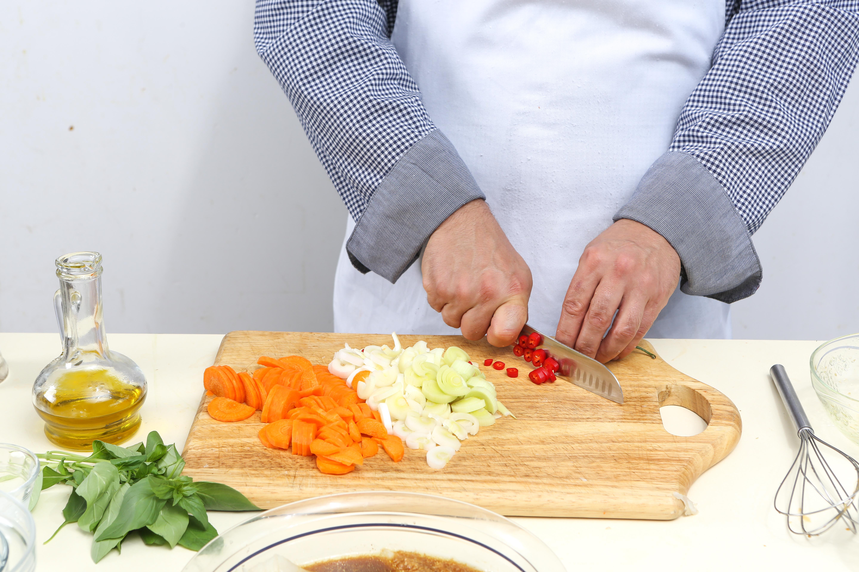 Фото приготовления рецепта: Камбала в «конверте» с имбирем, шаг №4