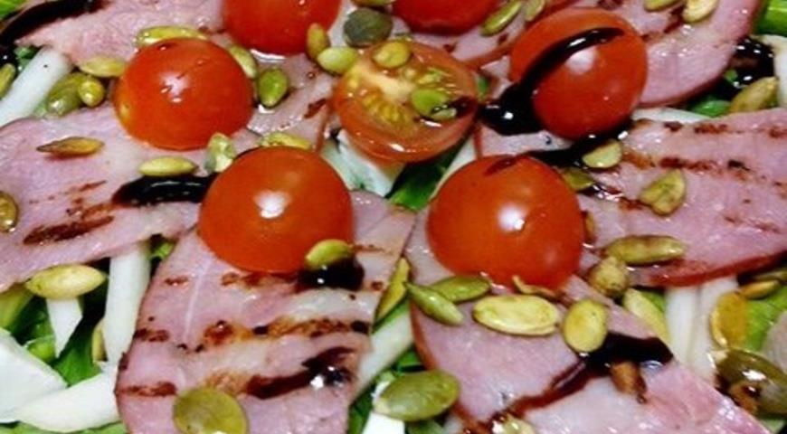 Рецепт Салат с копченой грудкой и сладкой грушей Восторг
