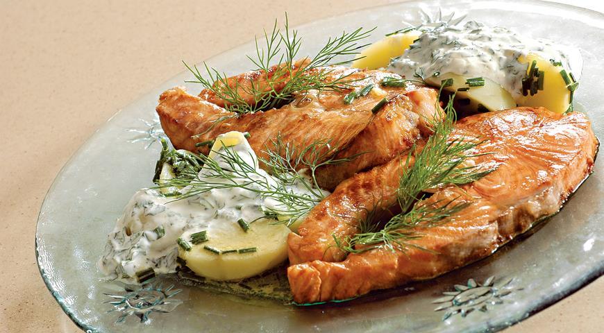 Рецепт Лосось с картофельным салатом и соусом из мяты