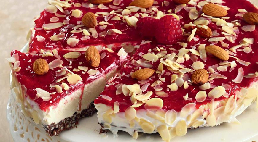 Рецепт Миндальный торт с малиной