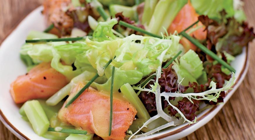 Рецепт Салат из лосося со спаржей