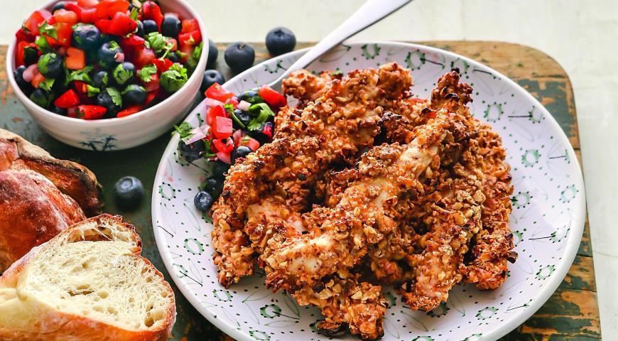 Рецепт Курица в ореховой панировке с сальсой