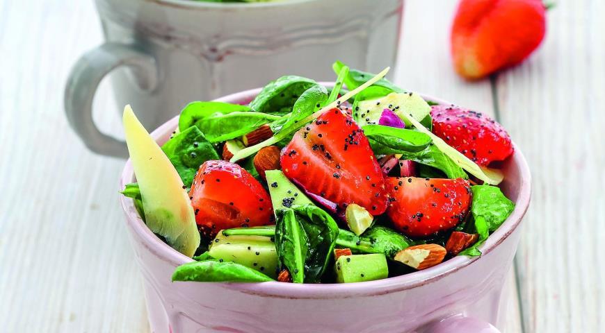 Рецепт Салат из клубники и авокадо