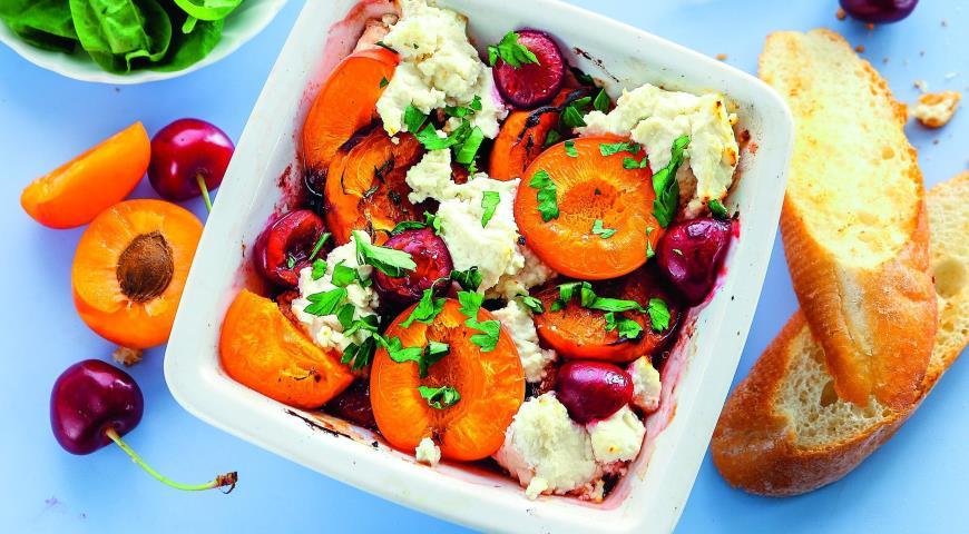 Рецепт Печеные абрикосы и вишни с рикоттой