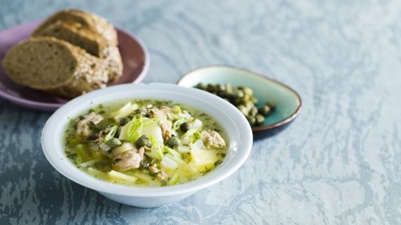 Густой картофельный суп с тунцом и каперсами
