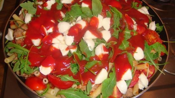 Домашняя паста с фрикадельками и моцареллой