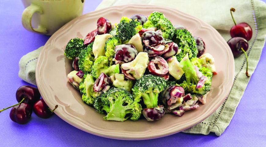 Рецепт Салат из брокколи с черешней