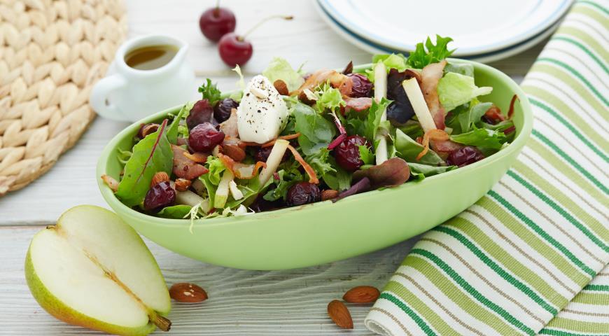 Рецепт Летний итальянский салат с вишней и беконом