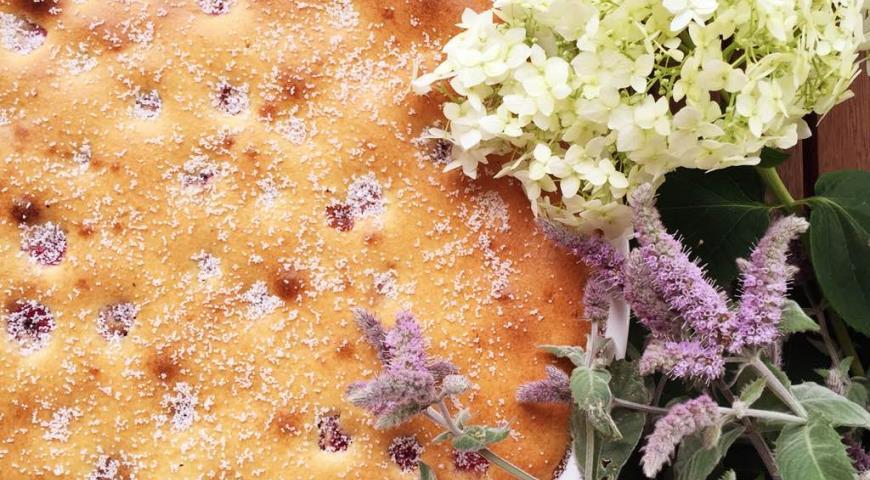 Рецепт Заливной вишневый пирог